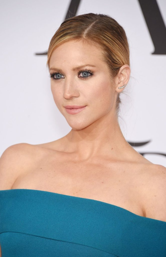 Brittany Snow Makeup Wallpapers