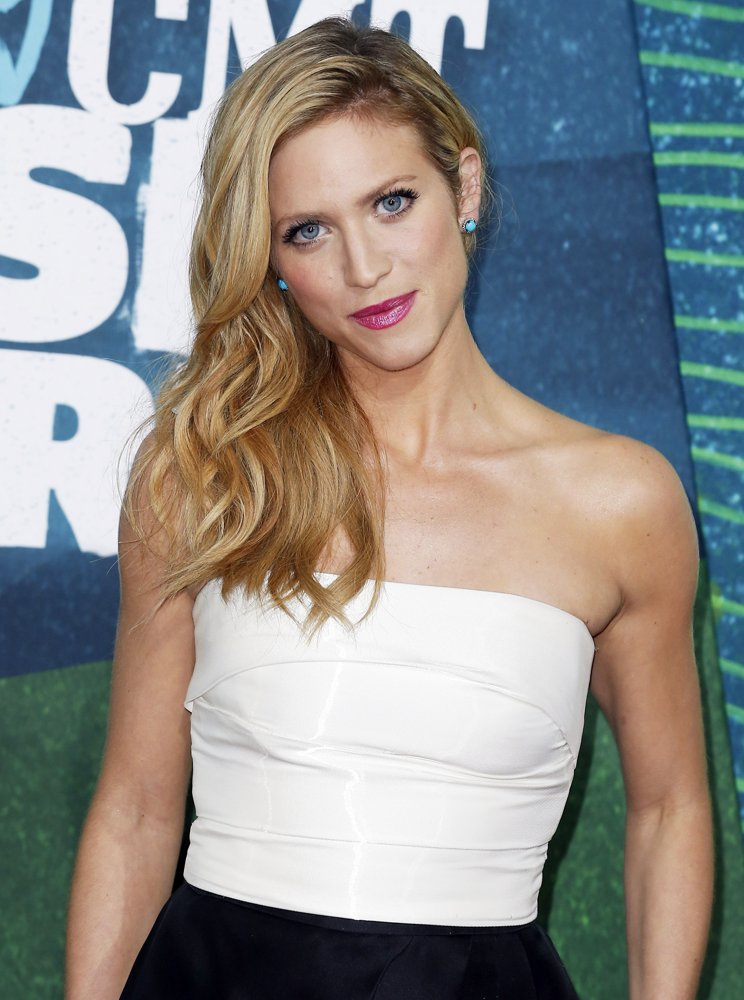 Brittany Snow Muscles Pics