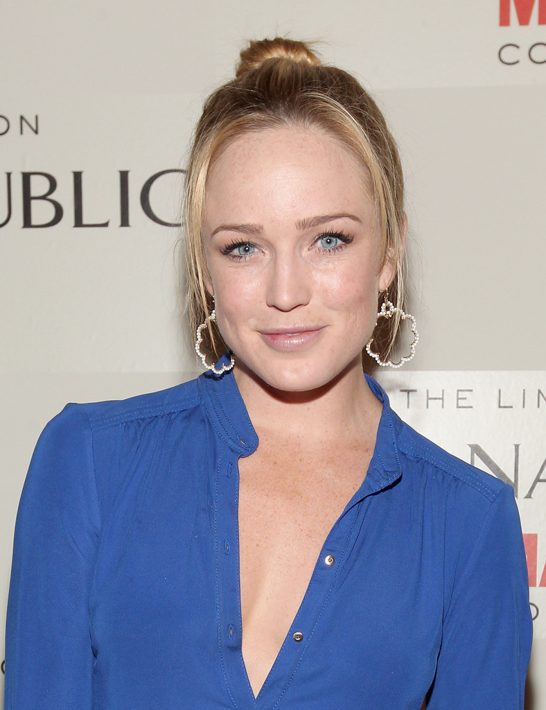 Caity Lotz Oops Moment Wallpapers