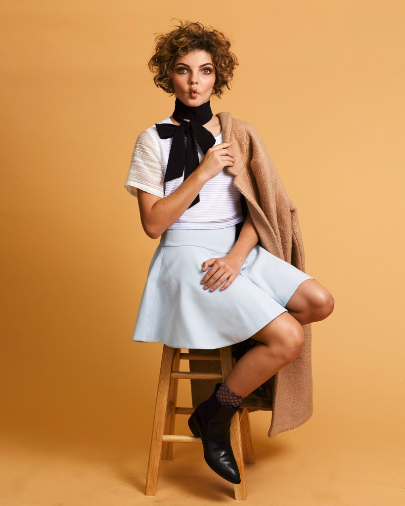 Camren Bicondova Sexy Pose Images