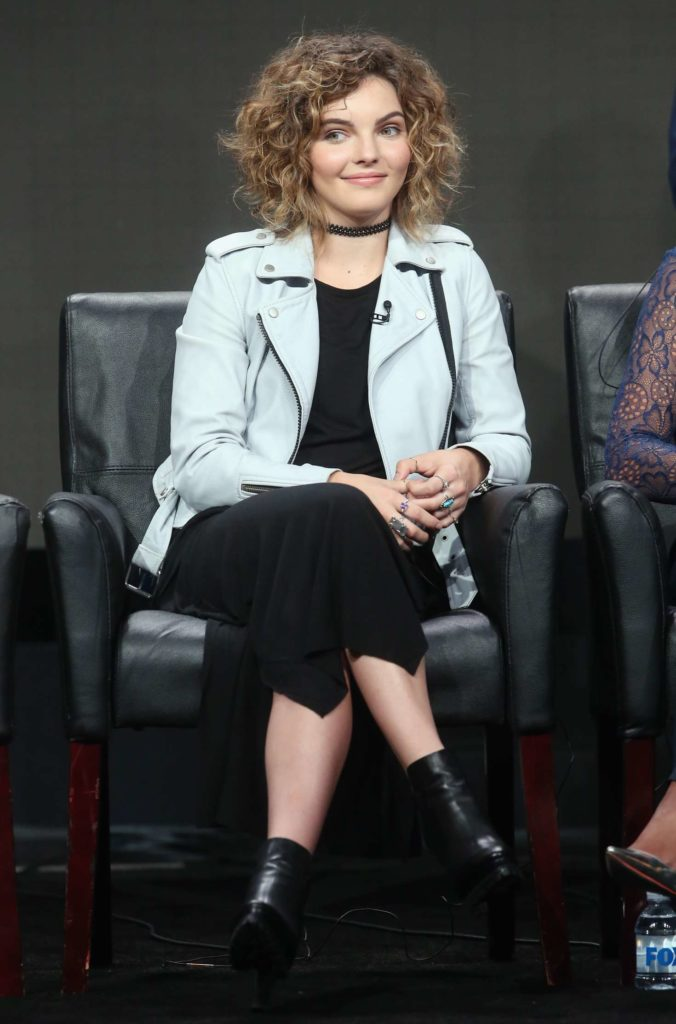 Camren Bicondova Shorts Pictures