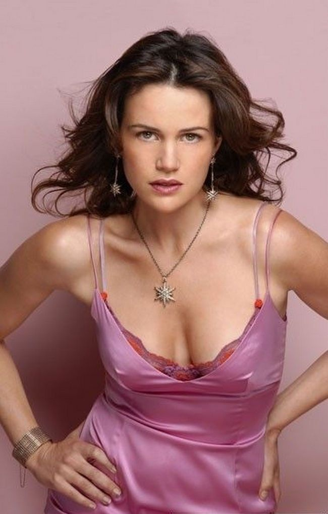 Carla Gugino Long Hair Pictures