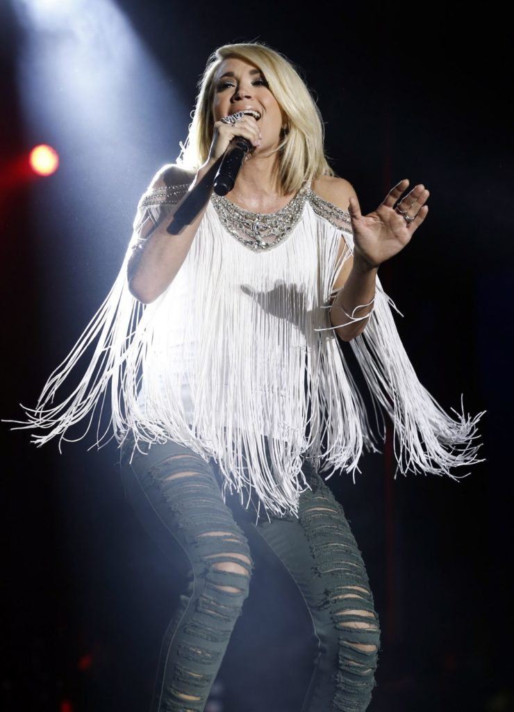 Carrie Underwood Jeans Pics