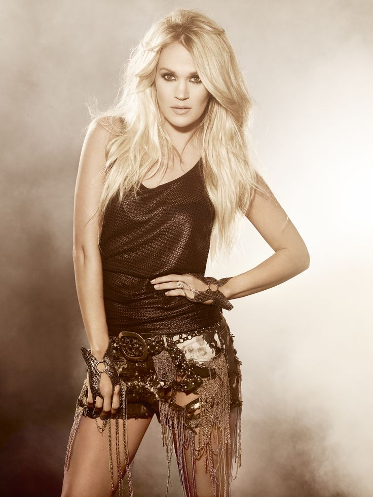 Carrie Underwood Shorts Pics