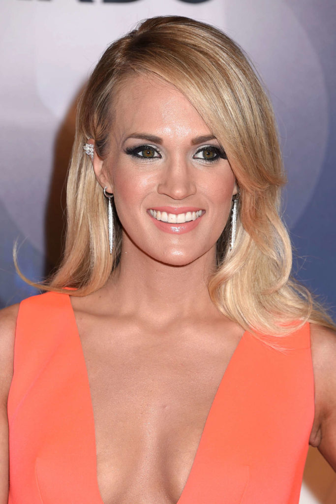 Carrie Underwood Smileing Images