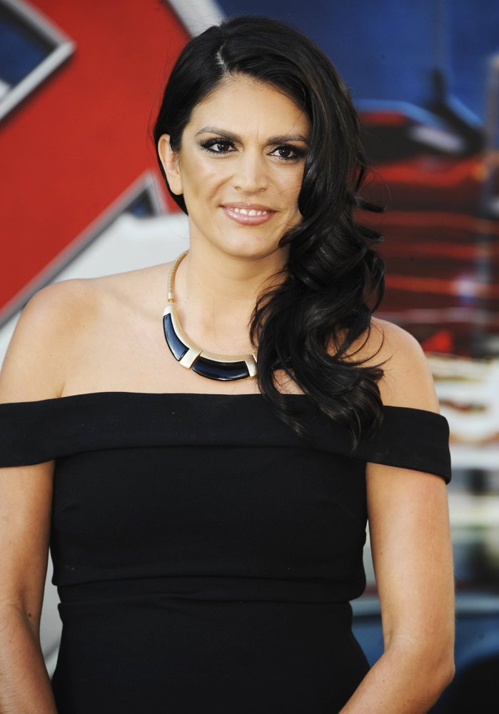 Cecily Strong Cute Wallpapers