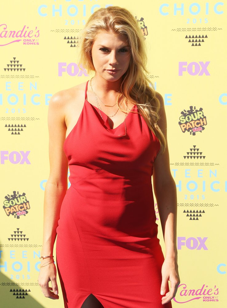 Charlotte McKinney Leaked Pictures