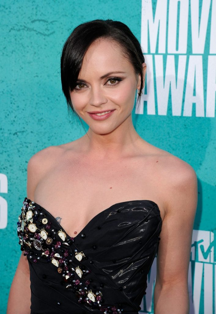 Christina Ricci Smileing Wallpapers