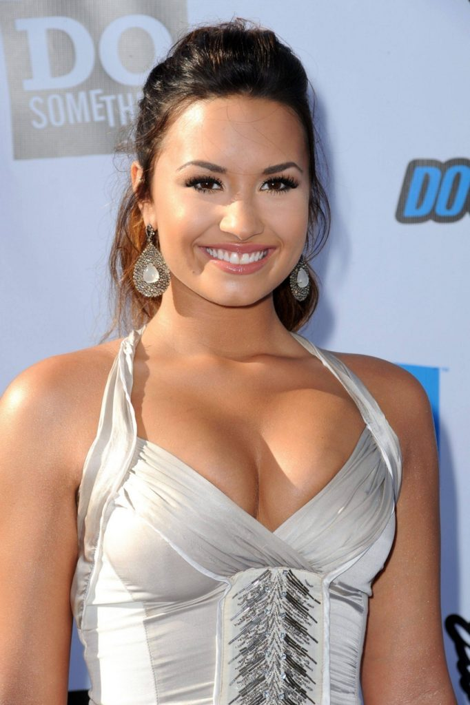 Demi Lovato Muscles Images