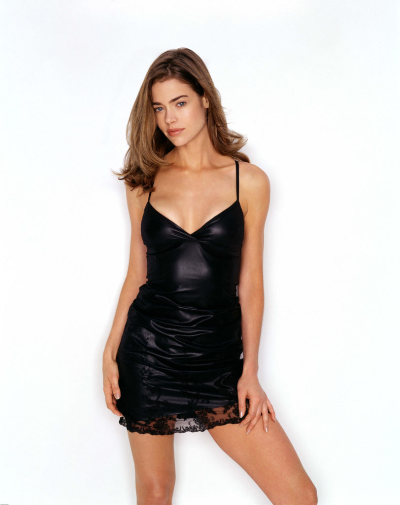 Denise Richards Shorts Wallpapers