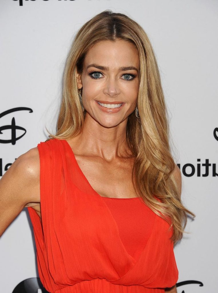 Denise Richards Smileing Pics