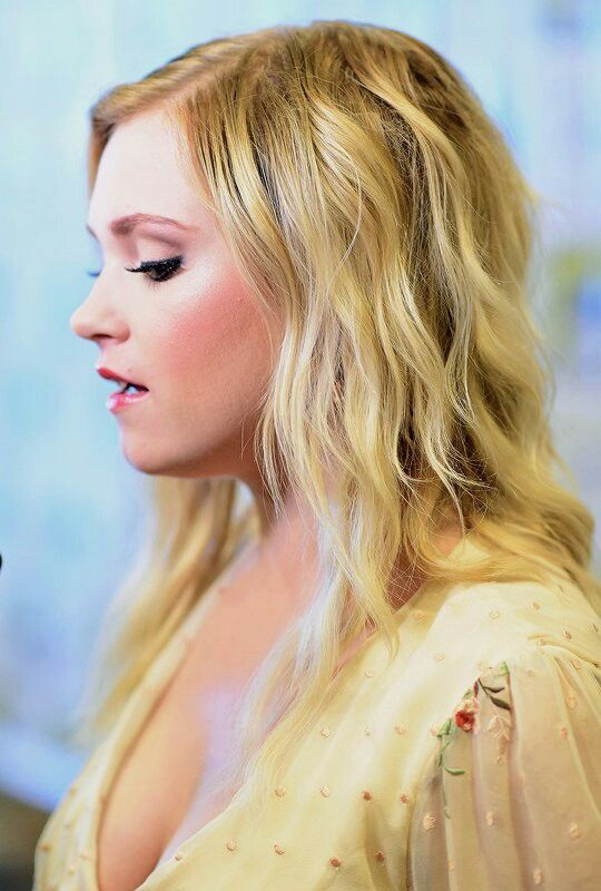 Eliza Taylor Braless Pictures