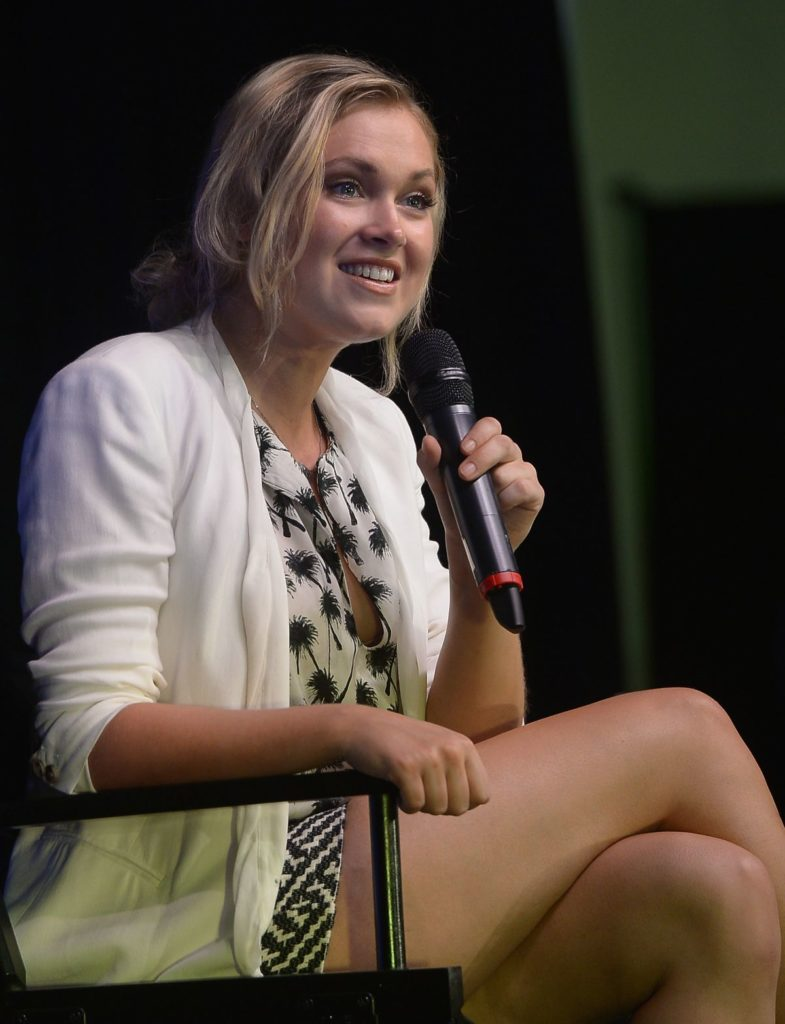 Eliza Taylor Thighs Photos