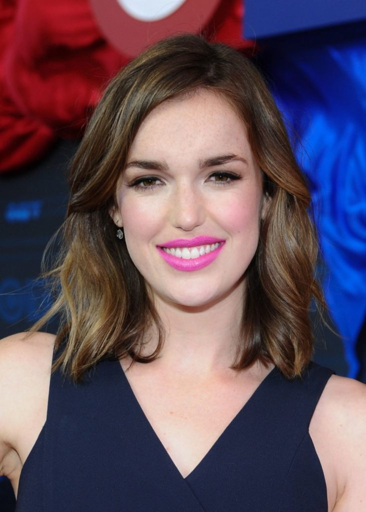 Elizabeth Henstridge Hot Images
