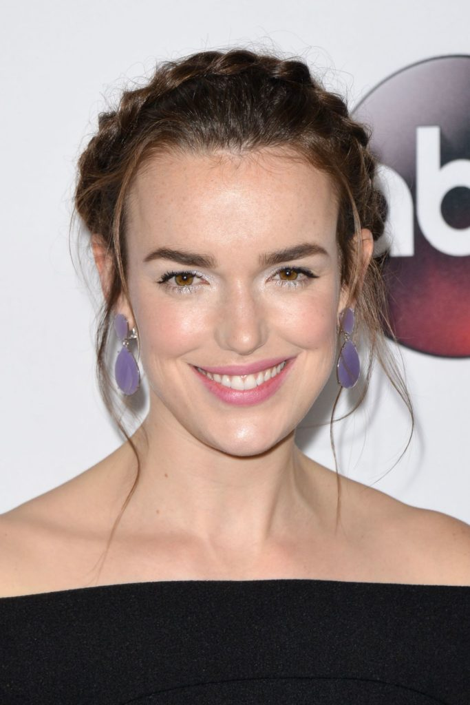 Elizabeth Henstridge No Makeup Pictures