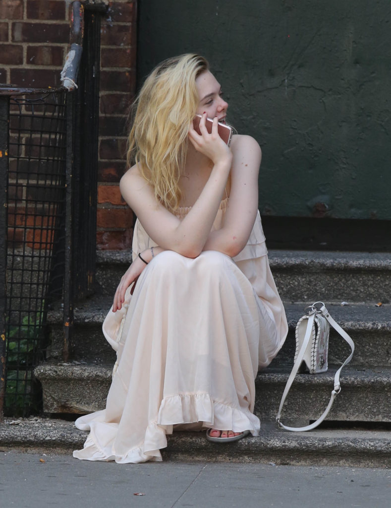 Elle Fanning Cleavage Images