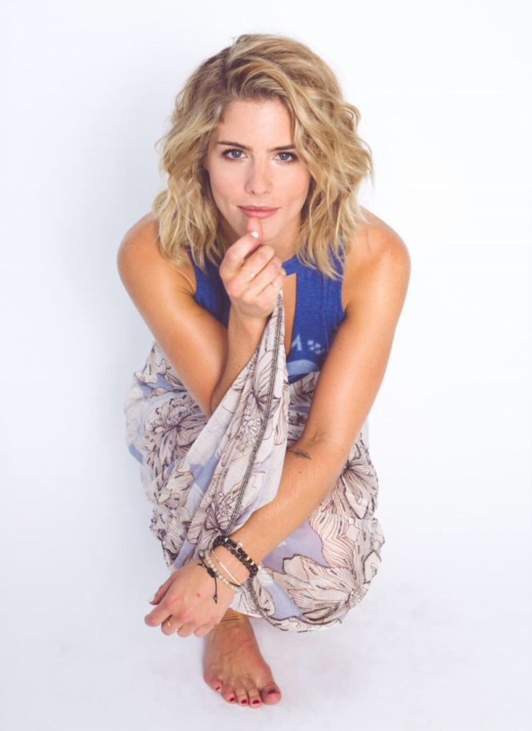 Emily Bett Rickards Cleavage Photos