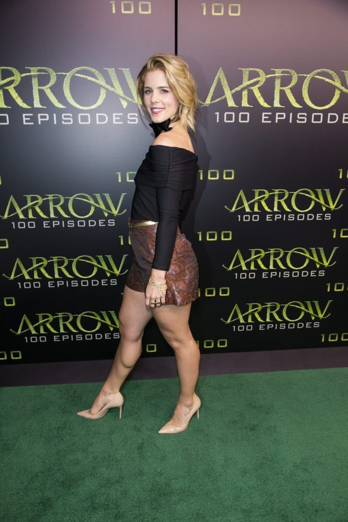 Emily Bett Rickards Feet Wallpapers
