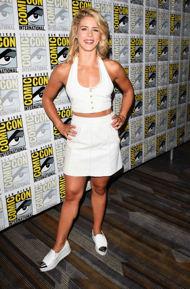 Emily Bett Rickards Shorts Wallpapers