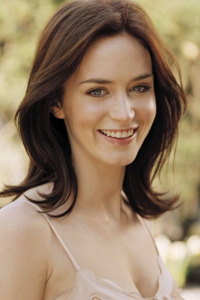 Emily Blunt Cute Smile Wallpapers