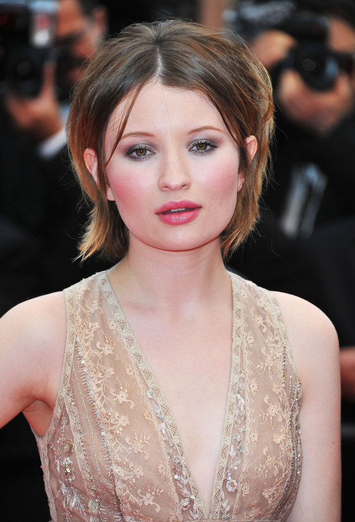 Emily Browning Makeup Photos