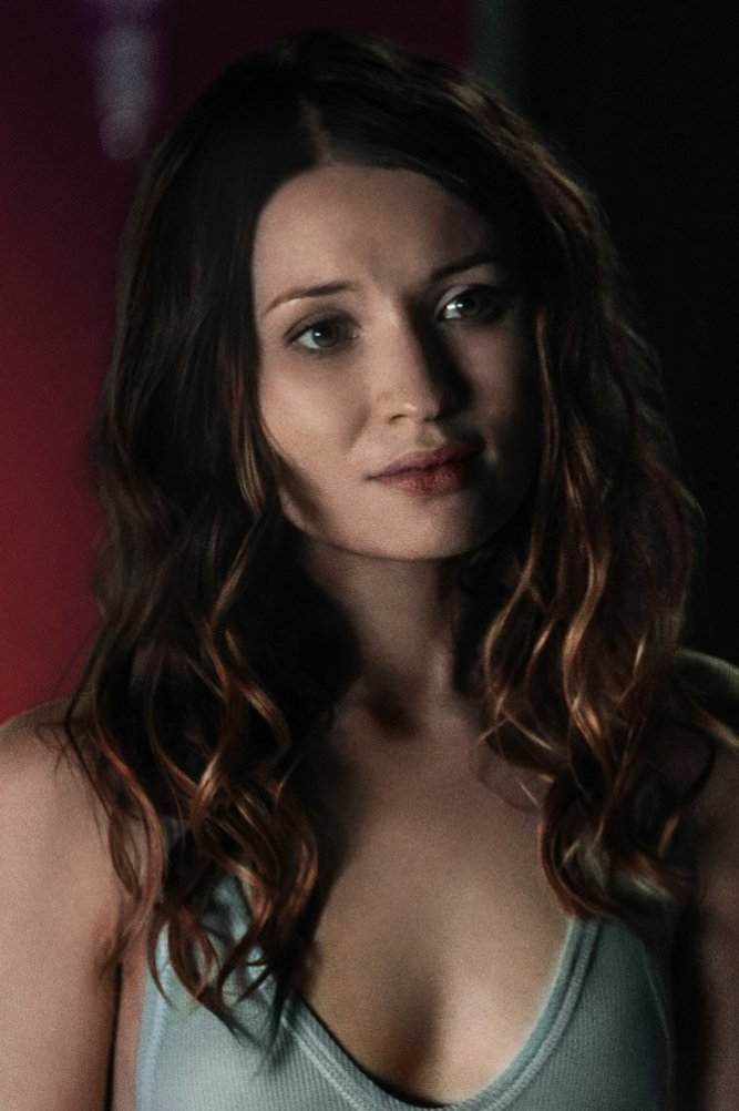 Emily Browning Topless Photos