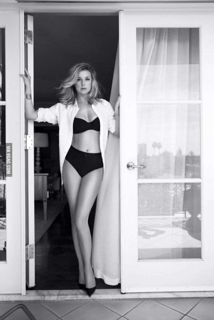 Emily VanCamp Bra Panty Photos