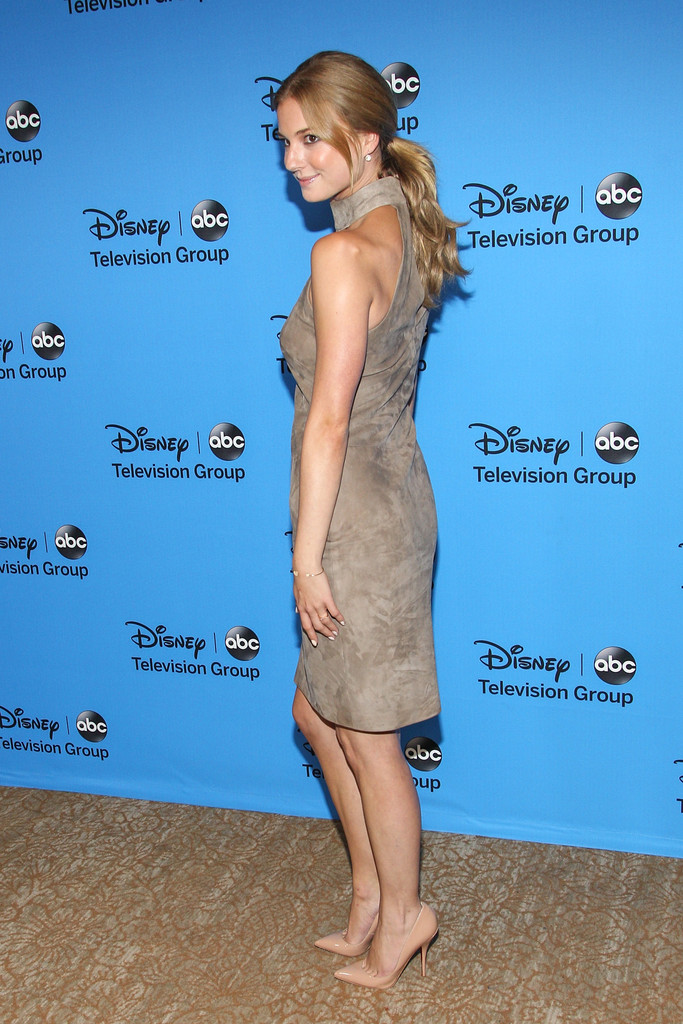 Emily VanCamp Butt Images