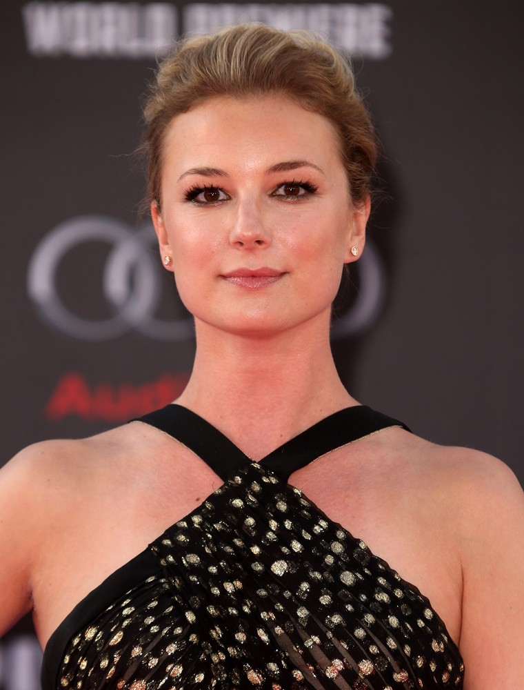Emily VanCamp Leaked Photos