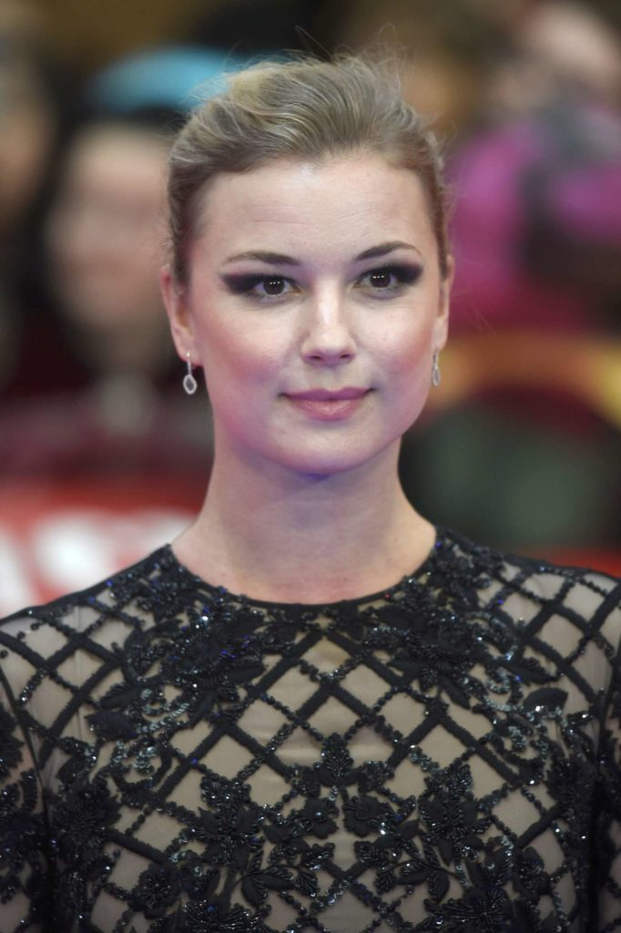 Emily VanCamp Makeup Photos