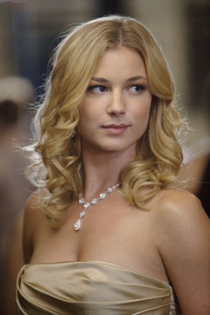 Emily VanCamp Smileing Photos