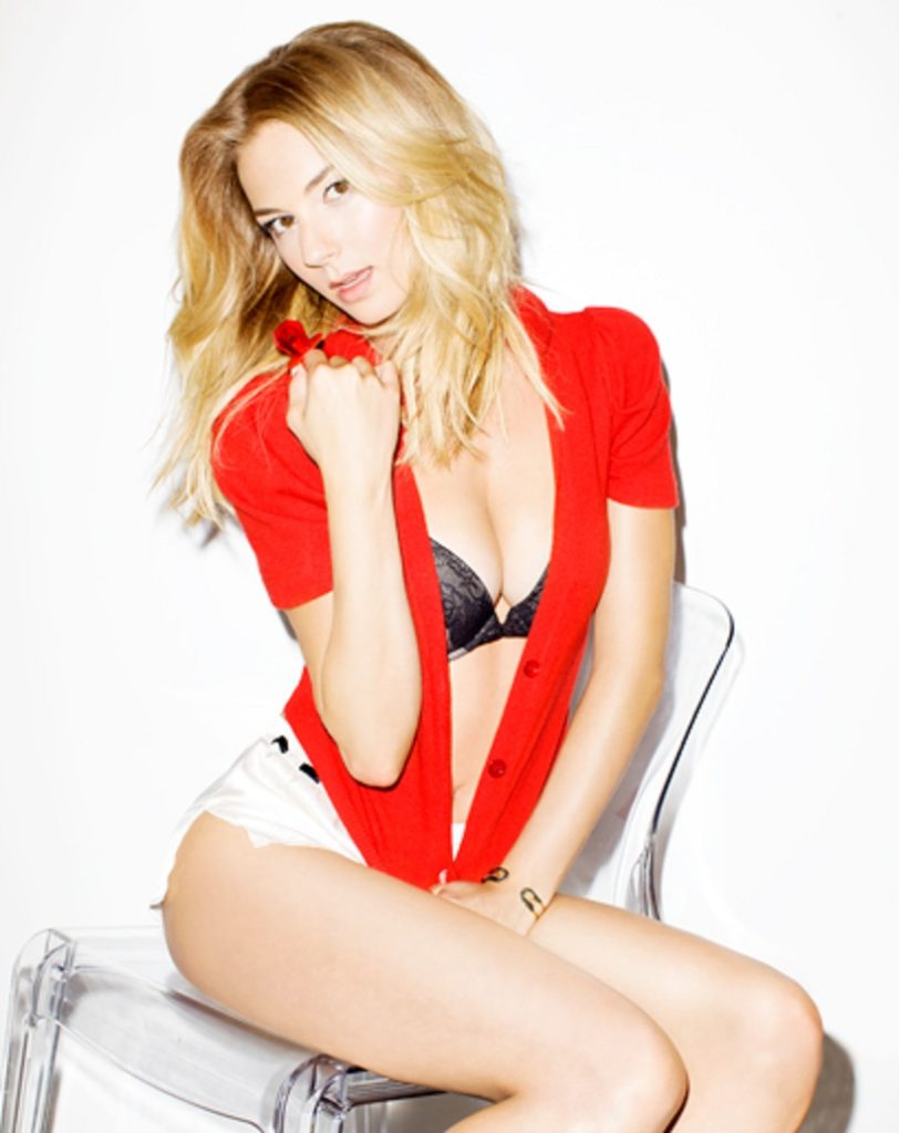 Emily VanCamp Swimsuit Wallpapers
