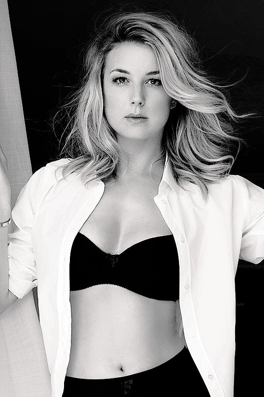 Emily VanCamp Working Out Wallpapers
