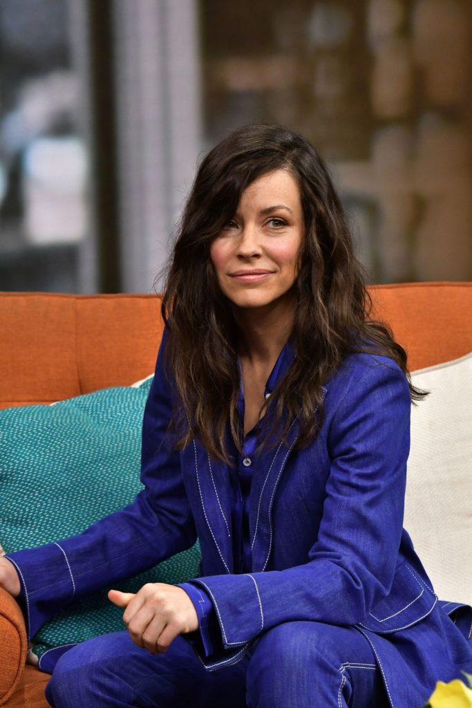 Evangeline Lilly Jeans Photos