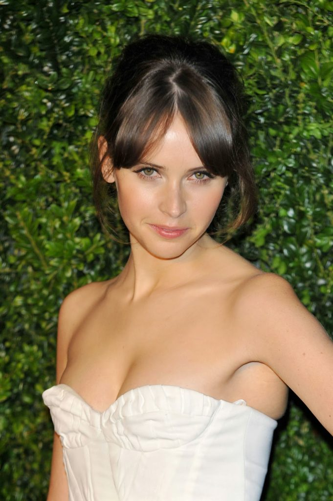 Felicity Jones Boobs Pictures