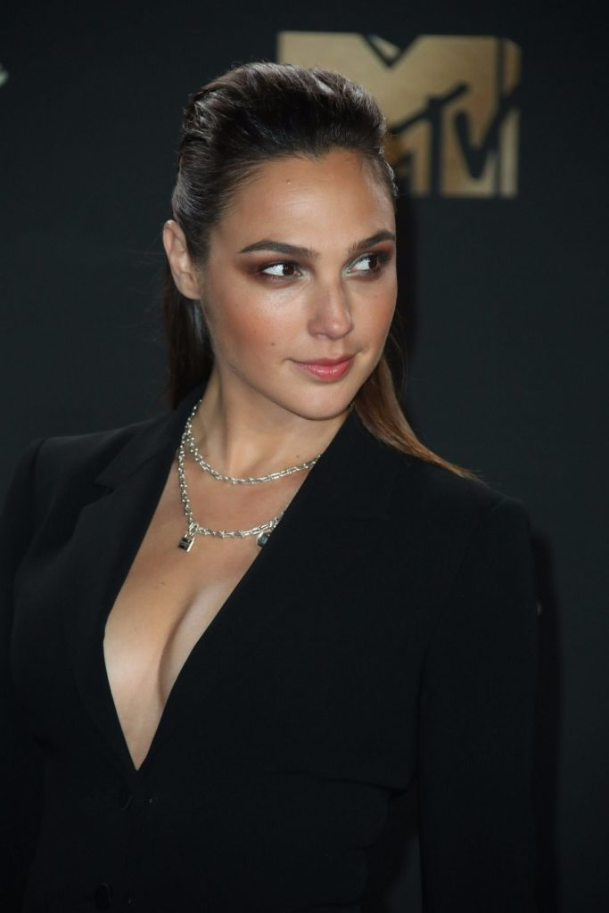 Gal Gadot Boobs Images