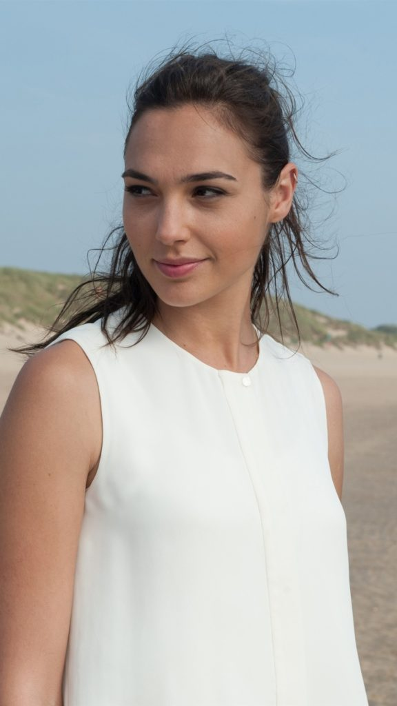 Gal Gadot Haircut Photos