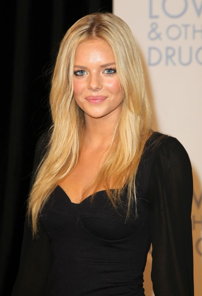 Samara Weaving Bathing Suit Wallpapers