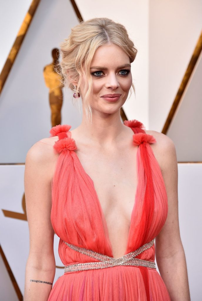 Samara Weaving Boobs Pics