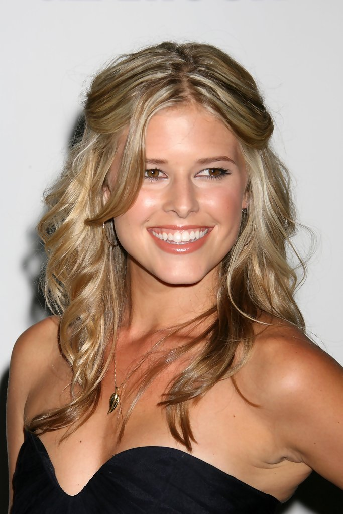 Sarah Wright Braless Pictures