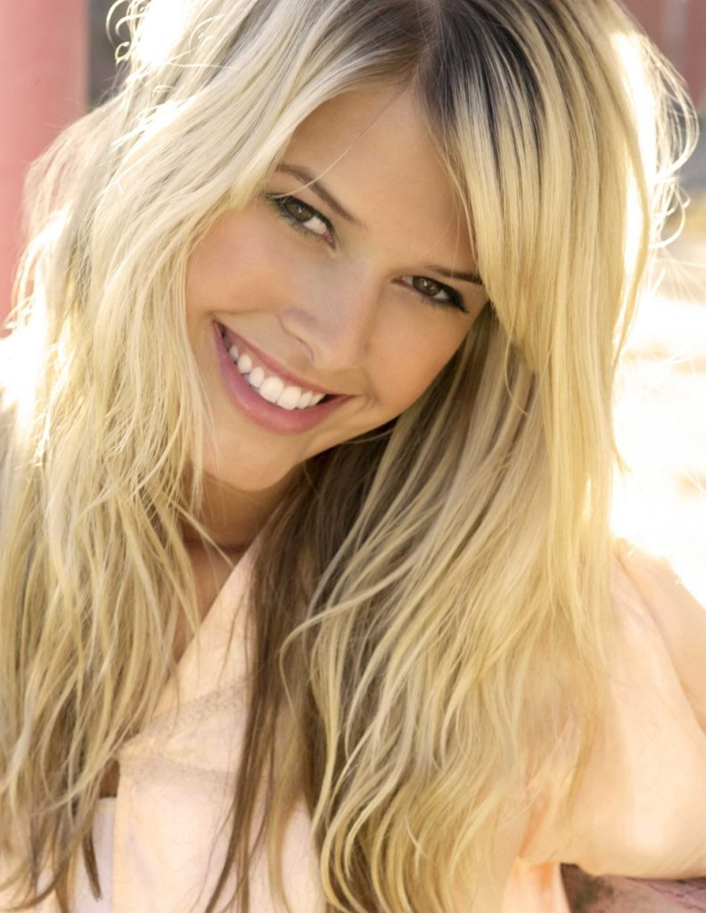 Sarah Wright Smile Face Wallpapers