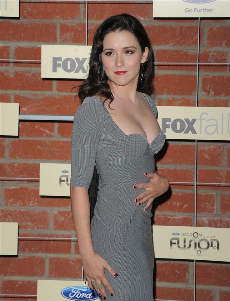 Shannon Woodward Braless Photos