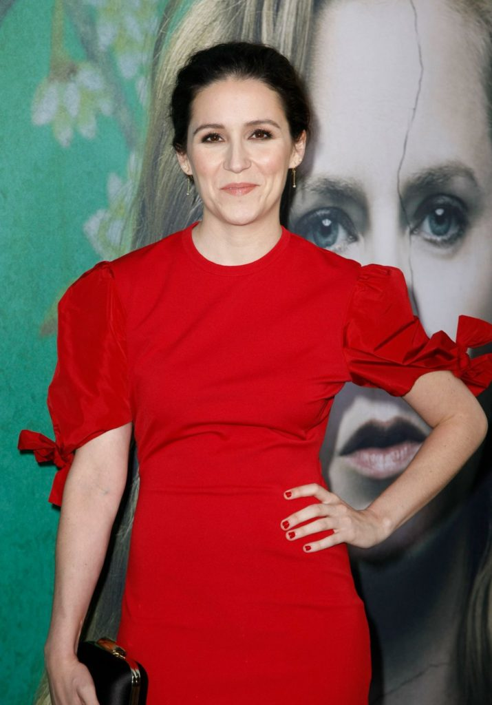 Shannon Woodward Cleavage Pictures