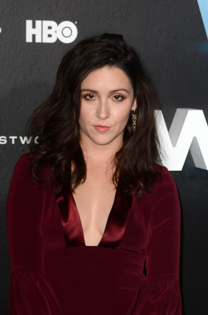 Shannon Woodward Sexy Pics