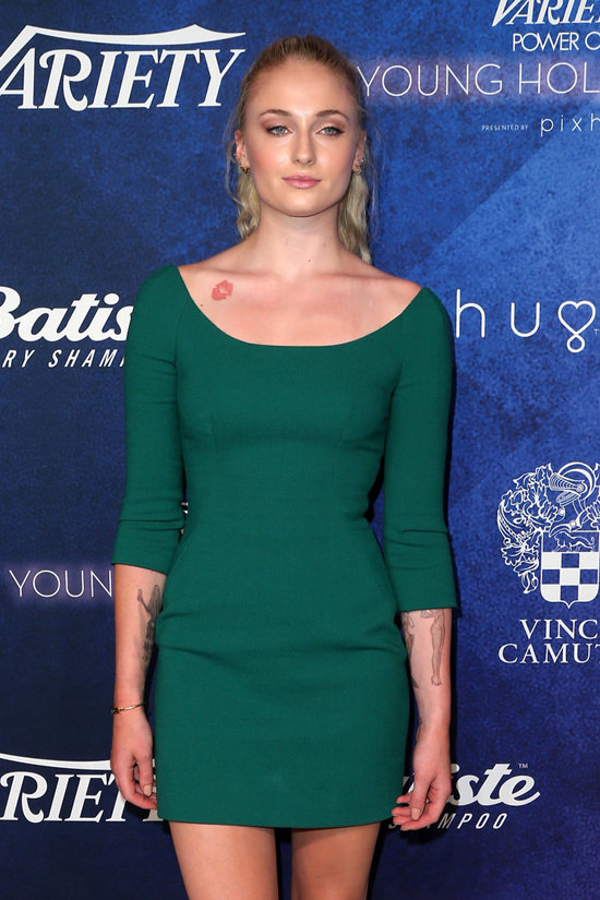 Sophie Turner Sexy Pictures