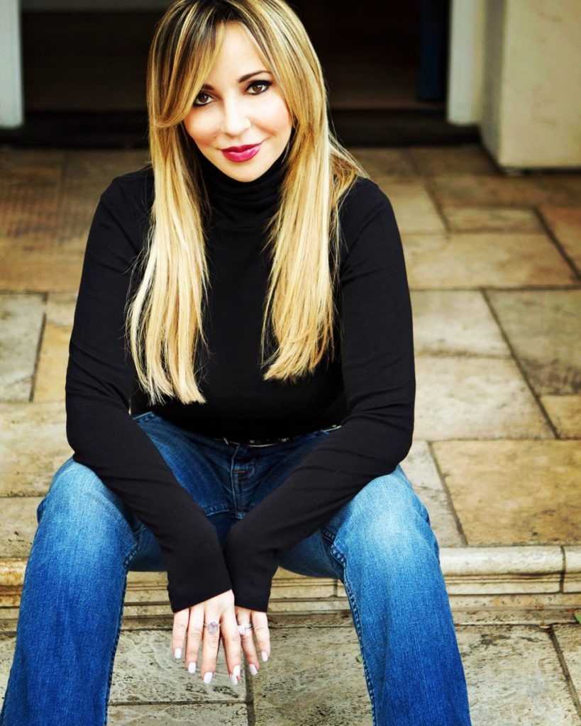 Tara Strong Jeans Wallpapers