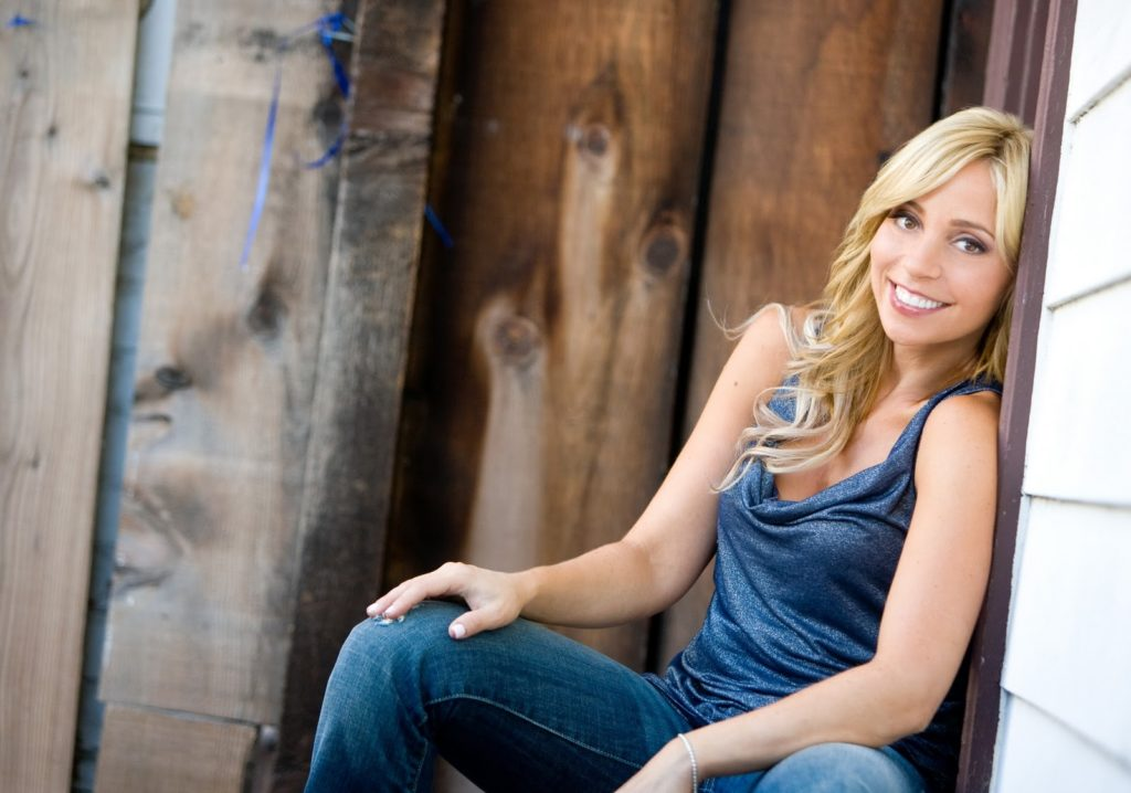 Tara Strong Smileing Pics