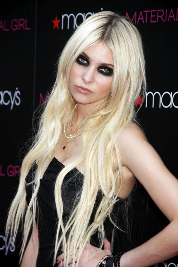 Taylor Momsen Bathing Suit Pics