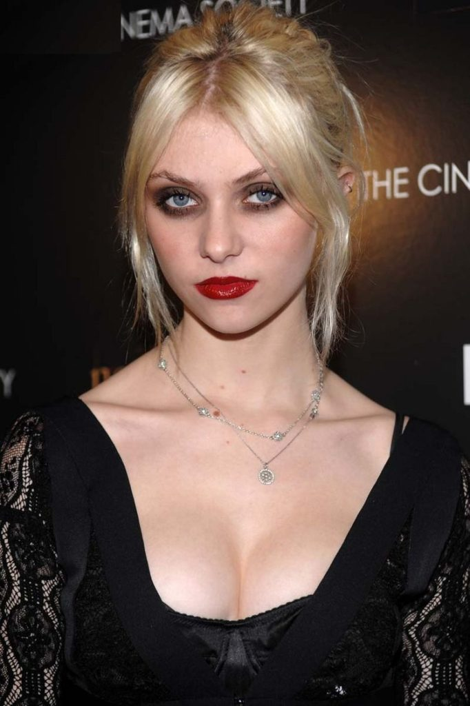Taylor Momsen Boobs Images