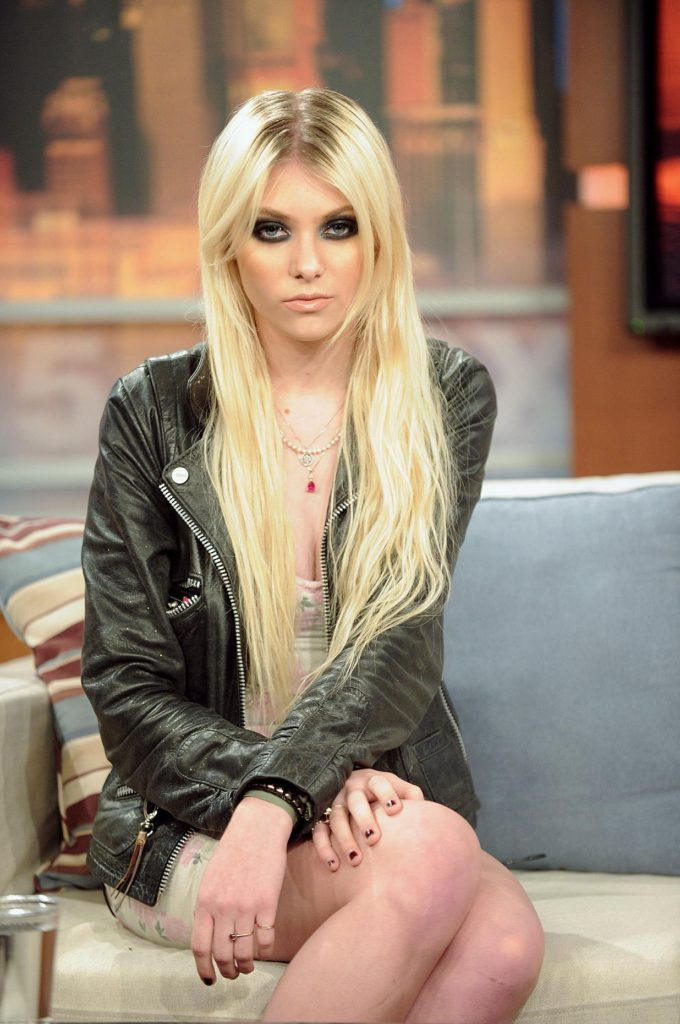 Taylor Momsen Swimsuit Photos